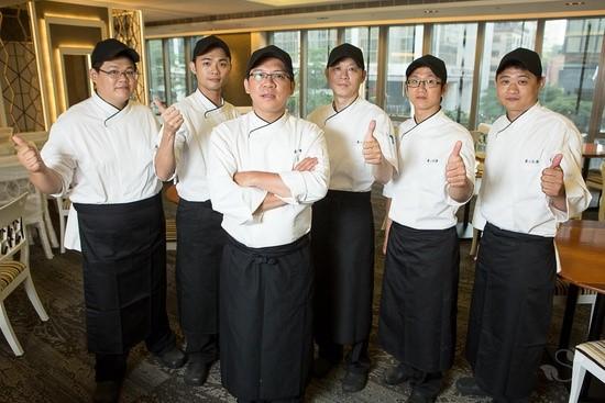 養心茶樓網羅五星級飯店經驗的廚師陣容,以精湛的廚藝與手工創意,重現經典素菜