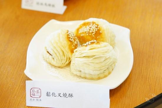 鬆化叉燒酥/108元,獨家秘方內餡與層層分明的酥脆外皮完美結合