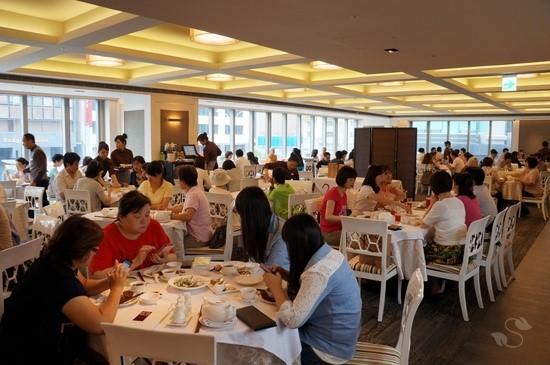 不惜重金打造舒適的用餐環境,吸引大批民眾前來品嚐